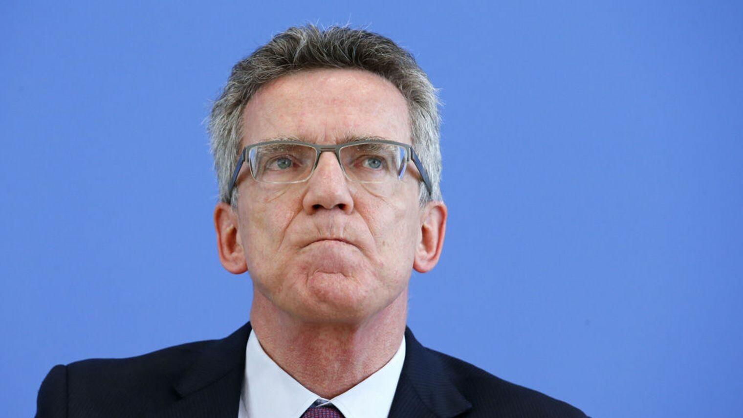 Le ministre de l 39 int rieur allemand fait une tourn e au for Le ministre de l interieur