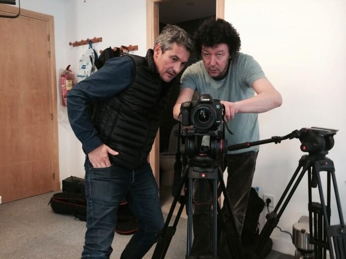 Jean-Louis Perez et Pierre Chautard de l'agence Premières Lignes en tournage à la rédaction du Desk en février 2015 à la veille de leur expulsion du Maroc. / LE DESK
