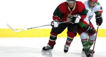 Match opposant le Maroc à l'Algérie lors des Championnats arabes des nations de hockey sur glace, organisés en 2008 à Abou Dhabi. FRMHG