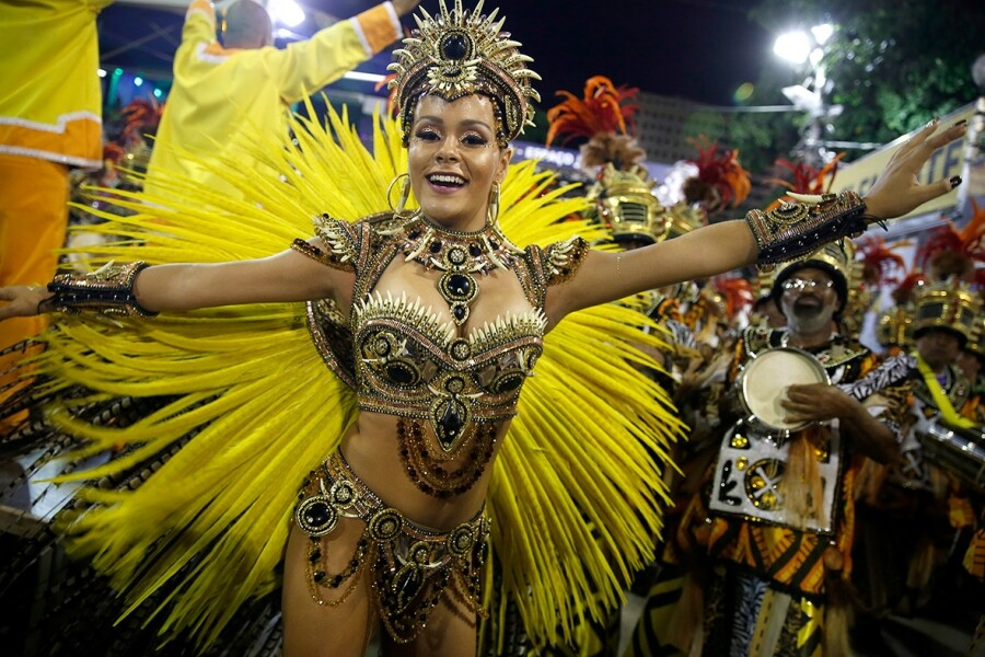 PHOTOS: Nude Beauties & Colours From Mardi Gras And